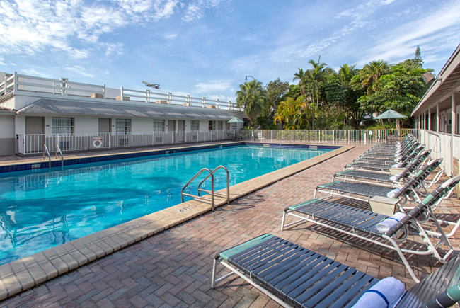 Days Inn Miami Airport North Pool